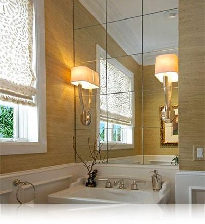 Зеркальная плитка в ванной комнате над раковиной