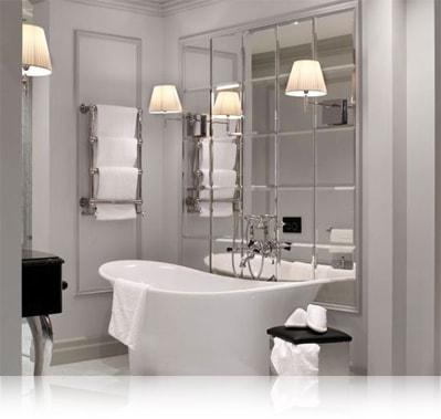 Зеркальная плитка в ванной комнате в форме пано