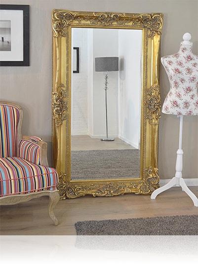 Зеркало в золотом резном багете